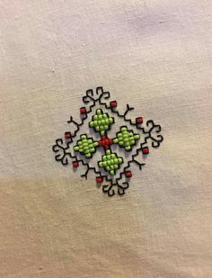 Kasuti Embroidery, Basic Embroidery Stitches, Bead Embroidery Patterns, Hand Work Embroidery, Simple Embroidery, Hand Embroidery Designs, Beaded Embroidery, Machine Embroidery, Kutch Work Designs