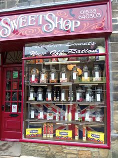 Haworth sweet shop, west yorkshire in 2019 Vintage Sweets, Vintage Candy, Cottage Chic, Store Concept, Design Salon, West Yorkshire, Yorkshire England, Soda Fountain, Chocolate Shop