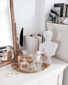 Aesthetic Room Decor, Aesthetic Art, Vanity Decor, Home Decor Bedroom, Gold Room Decor, Diy Room Decor, Home Interior Design, Interior Plants, Interior Modern