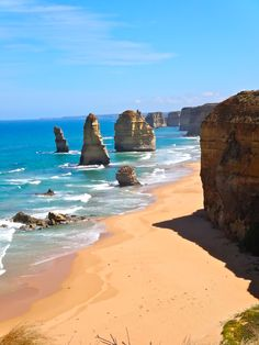 12 Apostles, Lorne, Australia |   One of the many beautiful sites along the Great Ocean Road. [Free viewing points]