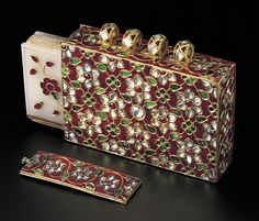 A miniature Qur'an with a white nephrite cover inlaid with gold and set with rubies and emeralds. The pendant case is enamelled with champleve and set with diamonds, rubies and emeralds. Mughal Empire, Ancient Jewelry, Renaissance Jewelry, Royal Jewels, Indian Jewelry, Mughal Jewelry, Sabyasachi, Islamic Art, Art Decor
