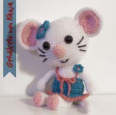Die kleine Maus mit dem süßen Lächeln möchte bitte gern Dein neuer Freund sein. Häkle sie jetzt nach, damit Ihr bald spielen könnt. Viel Vergnügen dabei.