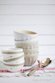 I love bowls, all sizes and all kinds...maybe a ancient tribal thing in my DNA! lol