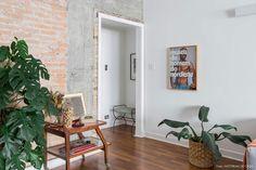 De volta ao passado | Capítulo 1 | Histórias de Casa | Histórias de Casa Exposed Brick Walls, Gallery Wall, 1, Flooring, Interior Design, Frame, Furniture, Full House, Dream Houses