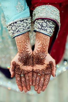 I adore the design placement and the negative space!! wow!! henna design, bridal henna Desi Weddings