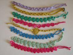 Crochet bracelet: http://traunricamoelaltro.blogspot.com.br/2012/08/braccialetti-fiorellini-tutorial.html