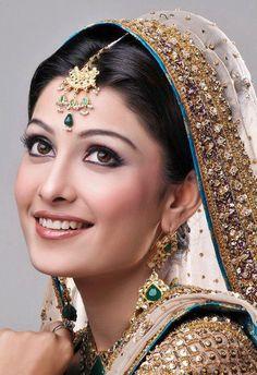 Ayeza Khan Poses For Akif Ilyas Bridal Shoot Bridal Makeup Images, Bridal Makeup Looks, Bridal Photoshoot, Bridal Shoot, Beautiful Girl Indian, Most Beautiful Indian Actress, Beauty Full Girl, Beauty Women, Chandelier Earrings