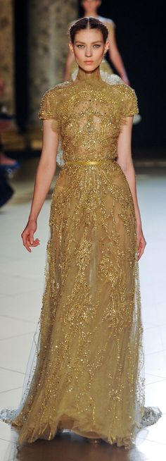Elie Saab Fall 2012 Couture Collection - Fashion on TheCut Elie Saab Couture, Couture Mode, Style Couture, Couture Fashion, Runway Fashion, Fashion Show, Beautiful Gowns, Beautiful Outfits, Gold Dress