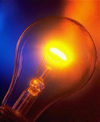 voor 1880 moesten ze alles verlichten met kaarsen en gaslampen dat was best gevaarlijk. met elektrische energie kon je metalen draadjes laten gloeien Edison heeft dit gebruikt om de gloeilamp te maken.