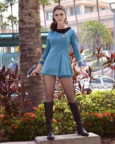 Wissenschaftsoffizier im Star Trek-Cosplay des Auswärtsteams - Trekking Star Trek Rpg, Star Trek Ships, Star Wars, Star Trek Cosplay, Cosplay Outfits, Cosplay Girls, Film Science Fiction, Star Trek Uniforms, Star Trek Images