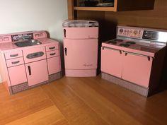 VINTAGE WOLVERINE PINK TIN METAL KITCHEN SET REFRIGERATOR SINK STOVE OVEN | eBay