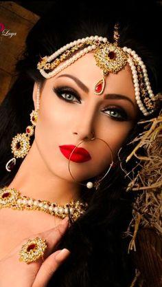 Nice look Pakistani bridal makeup Arabic Makeup, Indian Makeup, Indian Beauty, Pakistani Bridal Makeup, Braut Make-up, Asian Bridal, Exotic Beauties, 98, Bridal Looks
