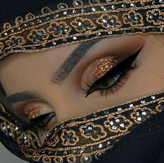 "History of eye makeup ""Eye care"", in other words, ""eye make-up"" is definitely a subject Dark Eye Makeup, Hooded Eye Makeup, Makeup For Green Eyes, Cleopatra Makeup, Egyptian Makeup, Arabian Makeup, Arabian Beauty, Bridal Eye Makeup, Indian Bridal Makeup"