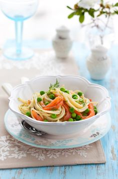 Find seafood inspirations & meal ideas in Let's Eat. We love Smoked Salmon Pasta! Creamy, easy, and packed with flavour. Smoked Salmon Pasta, White Pasta, Fresh Dill, Pasta Noodles, Japchae, Allrecipes, White Wine, Cooking Tips, Olive Oil