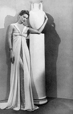 * Robe Vionnet - Hattie Carnegie 1937 © Man Ray Madeleine Vionnet, Man Ray, Formal Dresses, Wedding Dresses, Mannequin, One Shoulder Wedding Dress, Vintage Fashion, Statue, Couture