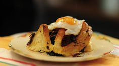Rachel Khoo Egg and bacon bread bake Easy Egg Recipes, Egg Recipes For Breakfast, Cheesy Recipes, Bacon Recipes, Rachel Khoo, Baked Fish, Food Dishes, Dishes Recipes, Food Dinners