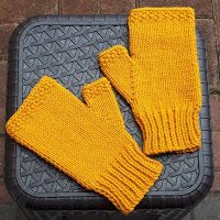 Marianna& Lazy Daisy Days: Easy Fingerless Mitts - with Thumbs Baby Knitting Patterns, Knitted Mittens Pattern, Fingerless Gloves Crochet Pattern, Baby Booties Knitting Pattern, Fingerless Gloves Knitted, Knit Mittens, Hat Patterns, Knitting Tutorials, Stitch Patterns