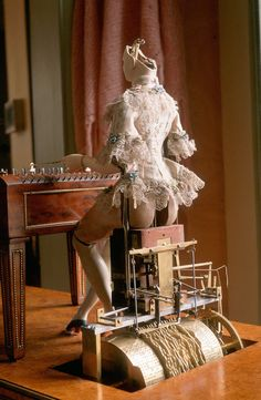 """"""" Watch Queen Marie Antoinette's automaton play the dulcimer. An automaton (plural: automata or automatons) is a self-operating machine or robot. The La Joueuse de Tympanon (The Dulcimer. Marie Antoinette, Rococo, Baroque, Arte Steampunk, Steampunk Fashion, Home Music, Chateau Versailles, Cabinet Of Curiosities, Kinetic Art"""