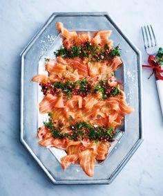 Snabbgravad salmalax med rosépeppar. Swedish Recipes, Xmas Food, Ceviche, Bruschetta, Twists, Lchf, Tofu, Pasta Salad, Recipies