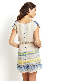 Very cute dress with small detail that make a big style impact.