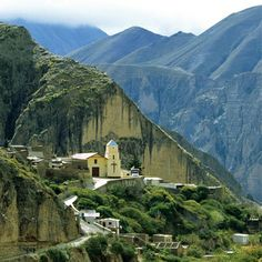 Una pequeña iglesia en el pueblo de Iruya, escondida en la asombrosa geografía de #Salta. Descubre todos los secretos de esta apasionante provincia del Norte Argentino.