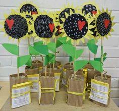 Xirasois Mothers Day Crafts For Kids, Diy Mothers Day Gifts, Spring Crafts For Kids, Fathers Day Crafts, Mothers Day Cards, Mother Gifts, Art For Kids, 2nd Grade Crafts, Cadeau Parents