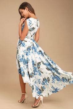 Take a jaunt through the gardens with the French Countryside White Floral Print High-Low Dress! Floral print high-low dress with a surplice bodice and cute cap sleeves. Casual Dresses For Teens, Comfy Dresses, Stylish Dresses, Fashion Dresses, Women's Dresses, Dresses Online, Floral Dresses, Dress Casual, Glamorous Evening Gowns