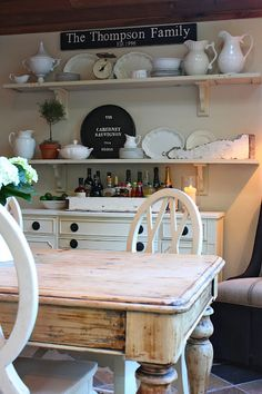 love the open shelves in dining room (and her table!)