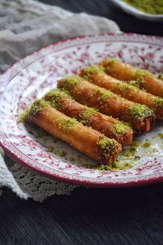African Dessert, Indian Dessert Recipes, Sweets Recipes, Eid Recipes, Holiday Recipes, Cookie Recipes, Moroccan Desserts, Moroccan Dishes, Mediterranean Desserts