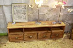 De nouvelles inspirations, mais toujours le même travail passionné du bois, du métal, des couleurs pour des meubles utiles, pratiques...