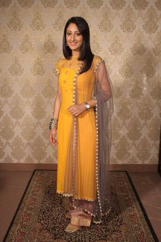 Shivya pathania from Humsafars in yellow dress lukin so pretty. Get this made on www.faaya.in