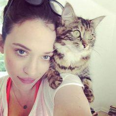 Kat Dennings & her cat Millie Kat Dennings, 2 Broke Girls, Slytherin, Hollywood Actresses, Actors & Actresses, Cat People, Christina Hendricks, Girl Crushes, American Actress