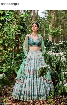 A-Line Wedding Dresses Collections Overview 36 Gorgeou… Indian Wedding Outfits, Pakistani Outfits, Bridal Wedding Dresses, Indian Outfits, Plain Lehenga, Indian Lehenga, Indian Attire, Indian Wear, India Fashion