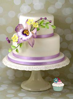 Violet Beauty - Cake by Michaela Fajmanova Orchid Wedding Cake, Orchid Cake, Purple Wedding Cakes, Small Wedding Cakes, Amazing Wedding Cakes, Amazing Cakes, Bolo Floral, Floral Cake, Chocolates