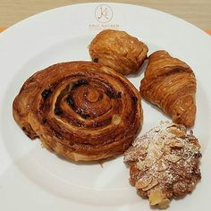 "Thank you for these delicious ""viennoiseries"" @erickayserth  #croissant #painauxraisins #croissantauxamandes #painauchocolat #chocolatecroissant #baker #erickayser #yummy #viennoiserie #viennoiseries #cake #cakes #frenchpastry #frenchpastries #pâtisseries #pâtisserie #thailande #thailand #bangkok"