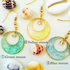 resin poured in earring or double circle pendant. Diy Uv Resin, Diy Resin Crafts, Wire Crafts, Jewelry Crafts, Resin Jewlery, Making Resin Jewellery, Handmade Accessories, Handmade Jewelry, Resin Tutorial