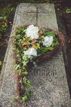 Grave Decorations, My Flower, Flowers, Memento Mori, Funeral, Floral Design, Plants, Flower Arrangements, Growing Roses