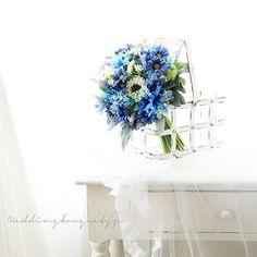. 【想い出の矢車草、青いお花たくさんと一緒に、ブーケにしました】 . 子供の頃に好きだった #矢車草 に久しぶりに出会いました。 夏の小さなブルーのお花たくさんと合わせて 、 優しい #クラッチブーケ ができました . #ウェディングブーケ #ウエディングブーケ #ナチュラルなブーケ #夏のブーケ #weddingbouquet #bouquet . . #間も無く販売 #完成品ブーケ #想い出のお花で #オーダーメイドブーケ も #承ります