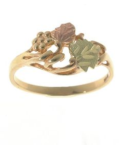Black Hills Gold Rings From the Dakotas, this ring features traditional design and the multiple colored gold that earmarks Black Hills gold. Leaves of green and pink gold rest amid vines and grape clusters of - Tiny Stud Earrings, Triangle Earrings, Gold Earrings, Black Rings, Silver Rings, Gold Ring, Black Hills Gold Jewelry, Leaf Ring, Rings Cool