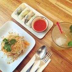 "Formule ""healthy lunch"" chez Kapunka Montorgueil !  #kapunka #kapunkaparis #saladepapaye #coldtea #springrolls #love #thai #thaifood #foodpic #instafood #eatwell #eatgood #healthy #yum #paris #papayasalad"