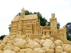 In this post we have collected some awesome and unbelievable sand sculptures for your inspiration. Enjoy!! Sand Sculptures Zandsculpturen festival lommel A Visit to The Denist Washington Crossing The Delaware Triceratops DA VINCI SAND SCULPTURE the Adoration of the Shepherds The Tallest Sand Sculpture Mount Rockmore amazing castle Sand Sculpture Festival in Algarve (Fiesa) Sand Sculpture...