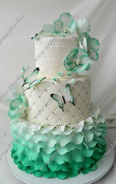 Торт свадебный в мятном цвете с орхидеями