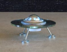 This little retro style flying saucer sets just the right cosmic mood for your party or other-worldly adventure. Each spaceship is made of 2 Closet Storage Systems, Recycled Cds, Steampunk, Retro Rocket, Found Object Art, Scrap Metal Art, Flying Saucer, Retro Futurism, Fiction
