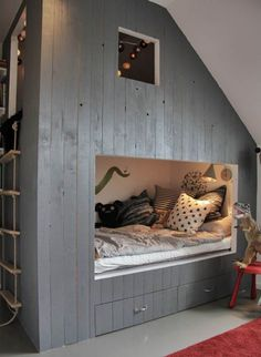 Un lit intégré en cabane