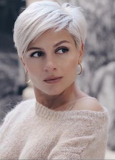 Chic platinum blonde short pixie hairstyles and hairstyles to try out in the year . - Chic platinum blonde short pixie hairstyles and hairstyles to try out in 2020 Short Messy Haircuts, Short Hairstyles For Thick Hair, Curly Hair Styles, Long Hairstyles, Ponytail Hairstyles, Hairstyle Short, Hairstyles Videos, Haircut Short, Curly Short