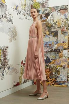 Reem Acra Spring 2019 Ready-to-Wear Fashion Show Collection: See the complete Reem Acra Spring 2019 Ready-to-Wear collection. Look 1 Evening Dresses, Formal Dresses, Wedding Dresses, Women's Runway Fashion, Women's Fashion, Fashion Trends, Edgy Chic, Fashion Show Collection, Active Wear For Women
