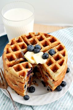 Could You Eat Pizza With Sort Two Diabetic Issues? These Fluffy and Protein-Packed Double Blueberry Greek Yogurt Waffles Are A Tasty and Filling Way To Start Your Day. Yogurt Recipes, No Dairy Recipes, Waffle Recipes, Brunch Recipes, Healthy Recipes, Top Recipes, Yummy Recipes, Greek Yogurt Pancakes, Pancakes And Waffles