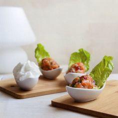 Zalmtartaar met kokos-limoenschuim - recept - okoko recepten Foodies, Keto, Ethnic Recipes, Kitchen, Cooking, Kitchens, Cuisine, Cucina