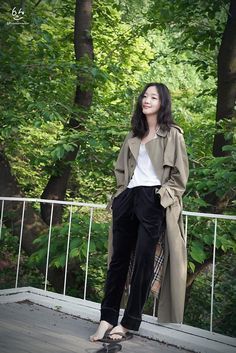 credit to rightful owner/owners. repost by starr. do not delete. Korean Girl Fashion, Korea Fashion, Asian Fashion, Daily Fashion, Korean Actresses, Korean Actors, Kim Go Eun Goblin, Kim Go Eun Style, Korean Celebrities