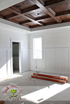 I want to share step-by-step how we built the beautiful wood coffered ceiling in the master bedroom. It completely transforms this room. False Ceiling Living Room, Bedroom Ceiling, Plafond Design, False Ceiling Design, Wooden Ceiling Design, Wooden Ceilings, Wood Bedroom, Bedroom Decor, Wood Trim